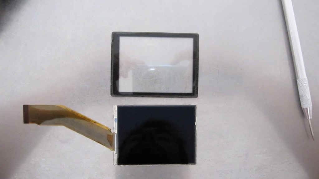 démontage et reparation d'un lumix TZ7 dont lecran est casse